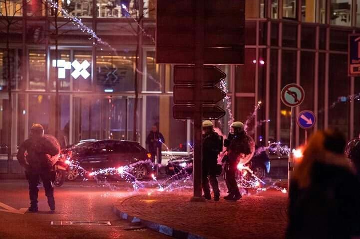 Des policiers cibles d'engins pyrotechniques à Zurich