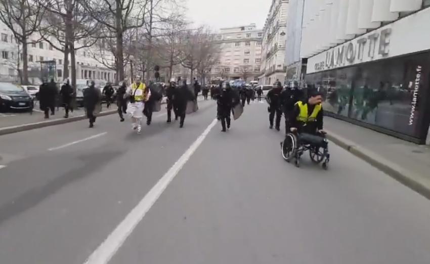 Charge policière lors de l'acte 66 des Gilets Jaunes à Rennes