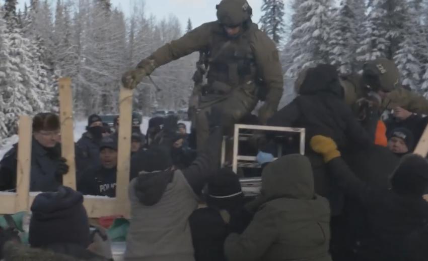 La Gendarmerie royale du Canada envahit les territoires des peuples Wet'suwet' et Unist'ot'