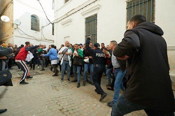 Répression des enseignants à Alger