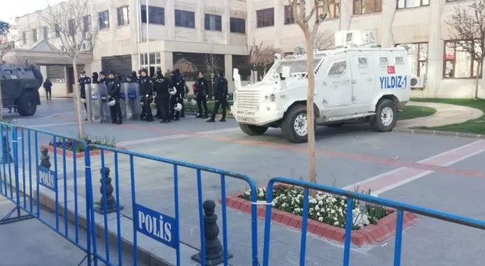 Les municipalités kurdes de Batman, Silvan, Lice et Ergani saisies par le gouverment turc