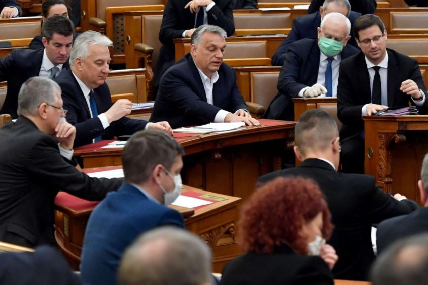 Vikto Orban au parlement le 30 mars 2020