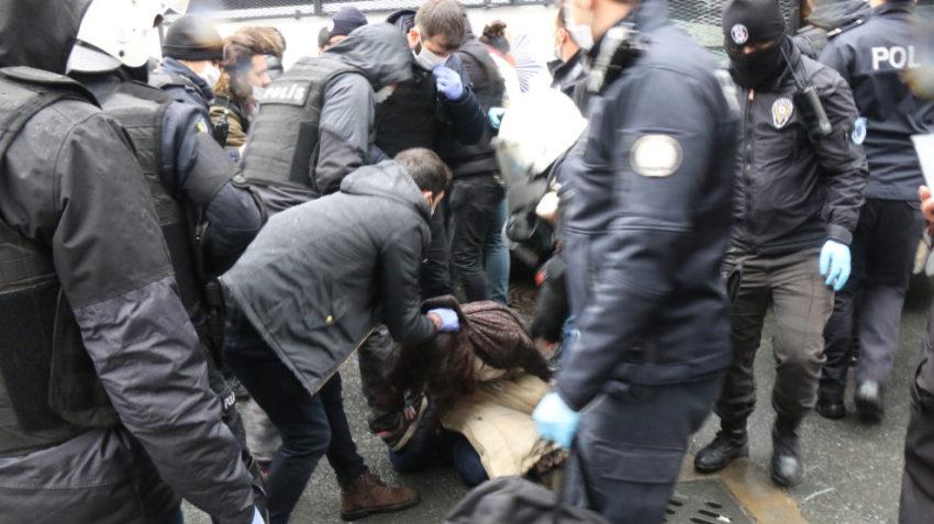 Arrestation le jour des obsèques d'Helin Bölek