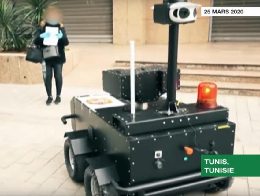 Un robot tunisien contrôlant une attestation de sortie