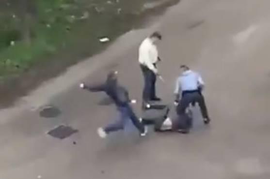 L'homme frappé au sol par la BAC.