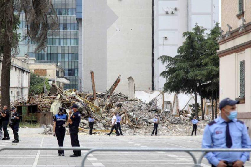 La démolition du théâtre de Tirana
