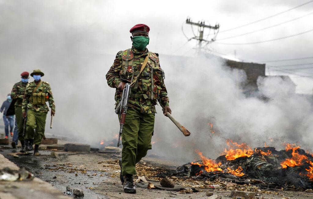 Les forces de sécurité dans Kariobangi insurgé
