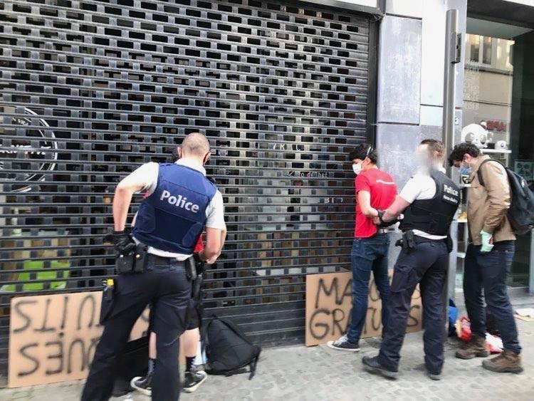 Arrestation de militant·es communistes qui distribuaient des masques gratuits