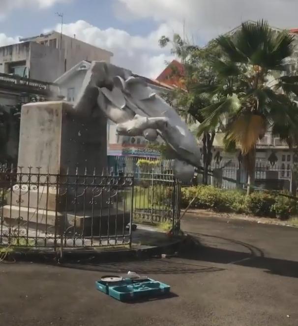 Deux statues de Victor Schoelcher détruites par des manifestant·es