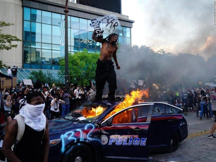 Quatrième nuit de révolte aux États-Unis