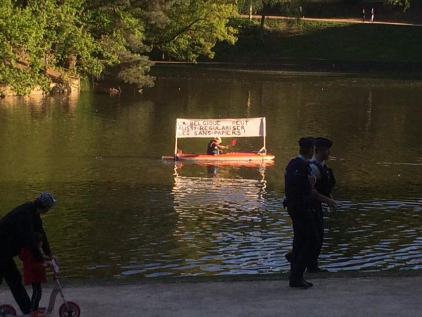 Un kayakiste qui demandait la régularisation de sans-papiers arrêté au Bois de la Cambre (2)