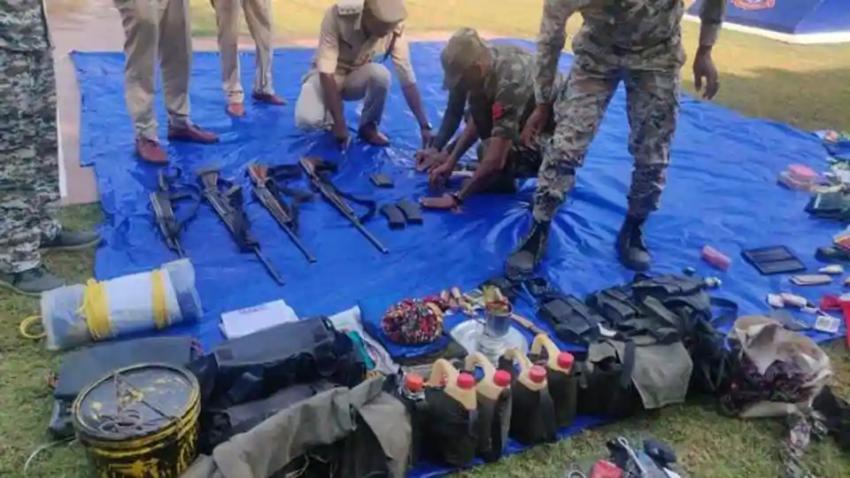 Les armes retrouvées près du village de Pardhoni