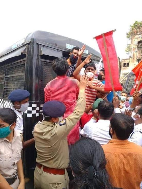 Des manifestant·es communistes solidaires de la révolte aux États-Unis arrêtés