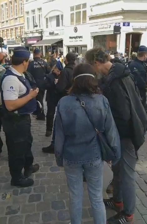 La police nasse des manifestant·es anti 5G