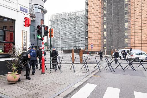 Policiers rond-point Schuman (archives)