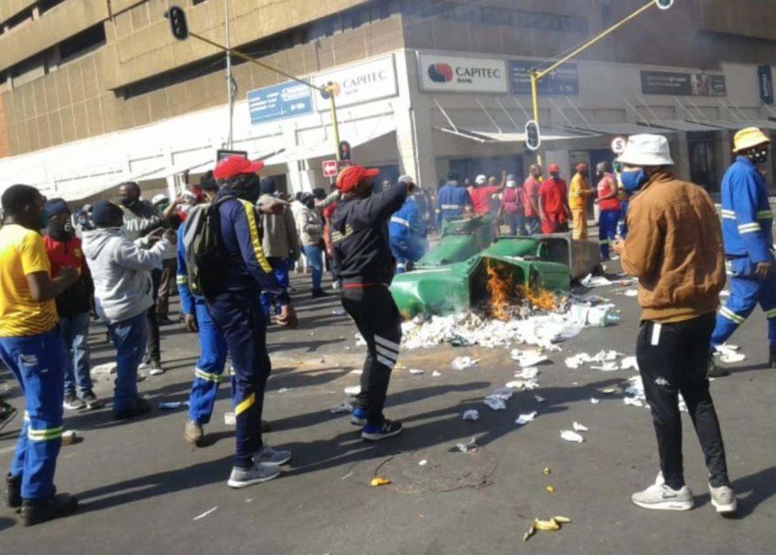 Manifestants à Ekurhuleni
