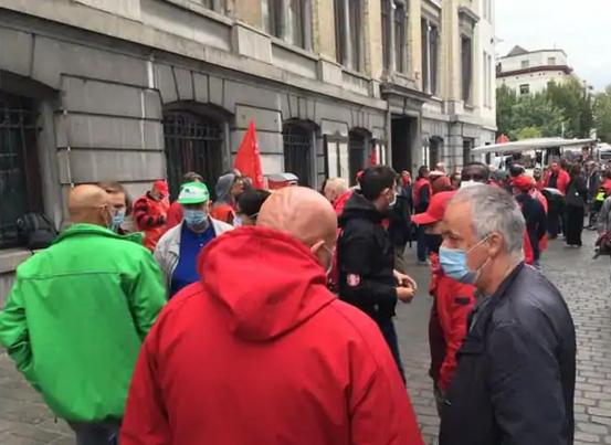 La CGSP s'est réunie devant la maison communale de Molenbeek pour soutenir Karim Ben Aïssa