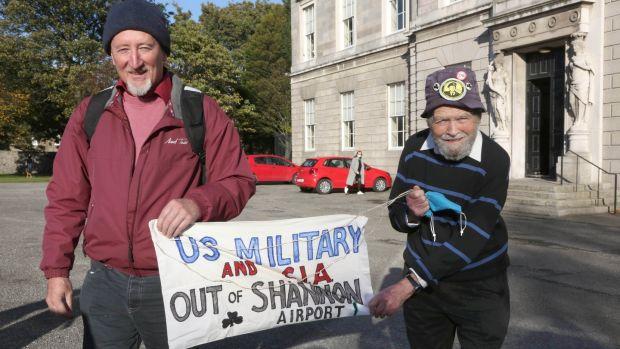 Deux activistes anti-guerre acquittés après une action à l'aéroport