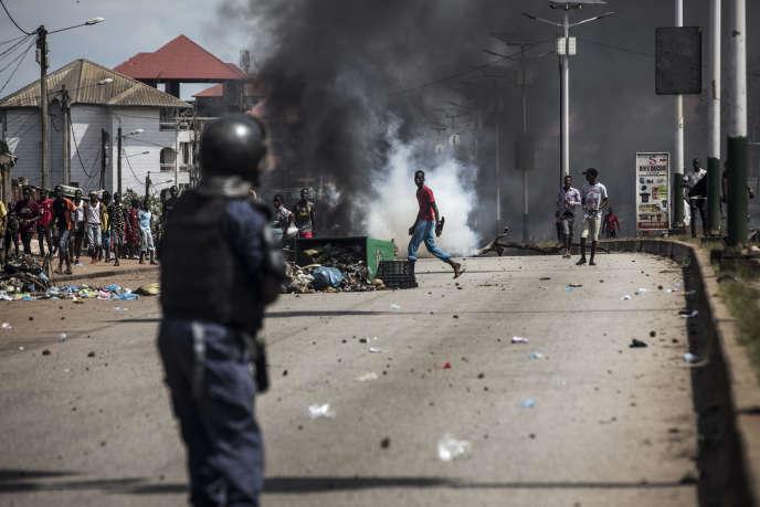 Face-à-face entre jeunes et policiers à Conakry, le 21 octobre 2020