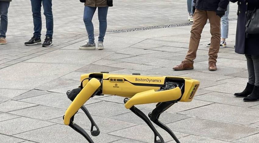 Le robot SPOT dans les rues de Nantes