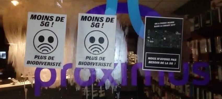 Les Gilets Jaunes défient le couvre-feu pour protester contre la 5G