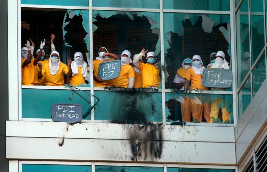 Révoltes de prisonniers contre les conditions de détention liées au Coronavirus