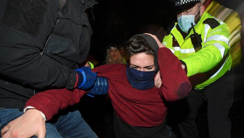 Répression d'un hommage rendu à une victime d'un féminicide commis par un policier