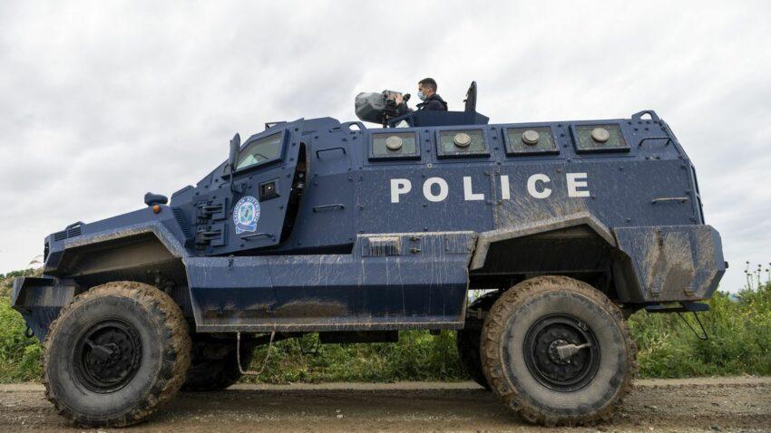 Des canons assourdissants pour chasser les migrant·es