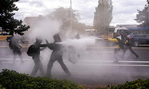 Affrontements entre fascistes et antifascistes à Portland.jpeg